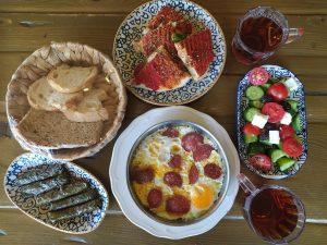 Ako začať deň po turecky alebo čo treba vedieť o tradičných tureckých raňajkách (+recepty na stiahnutie)